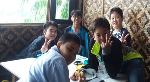 Rafael bersama teman-teman (dok RBP)